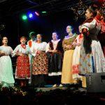 Weihnachtsmarkt17-10-kroatischeTanzgruppe