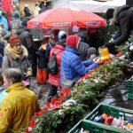 Weihnachtsmarkt17-14-Stiefelausgabe