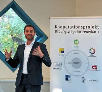 Schulleiter Herwig Rust von der Feuerbacher Realschule erläutert die Kooperation.